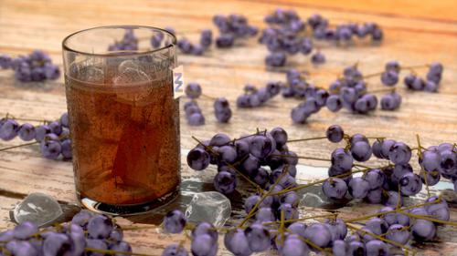 iced tea and grapes preview image