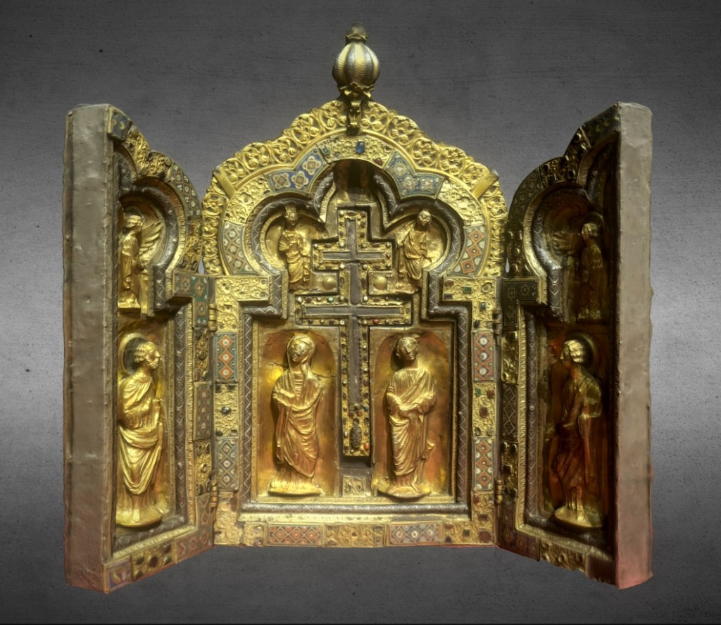 Reliquary triptych of the Holy Cross preview image 1